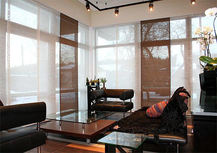 Разнообразие цветовых решений и фактурность тканей, при накладывании одной панели на другую, позволят регулировать освещенность и декоративность помещения. Японские панели - невероятно лаконичный, стильный и функциональный декор.