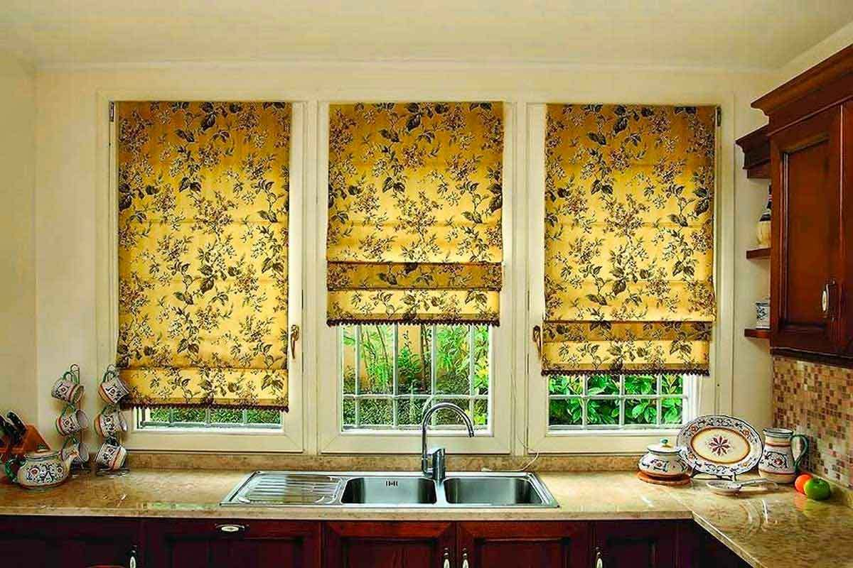 В зависимости от качества ткани, римская штора может быть применена в стилях:минимализм, классика, этно, кантри.