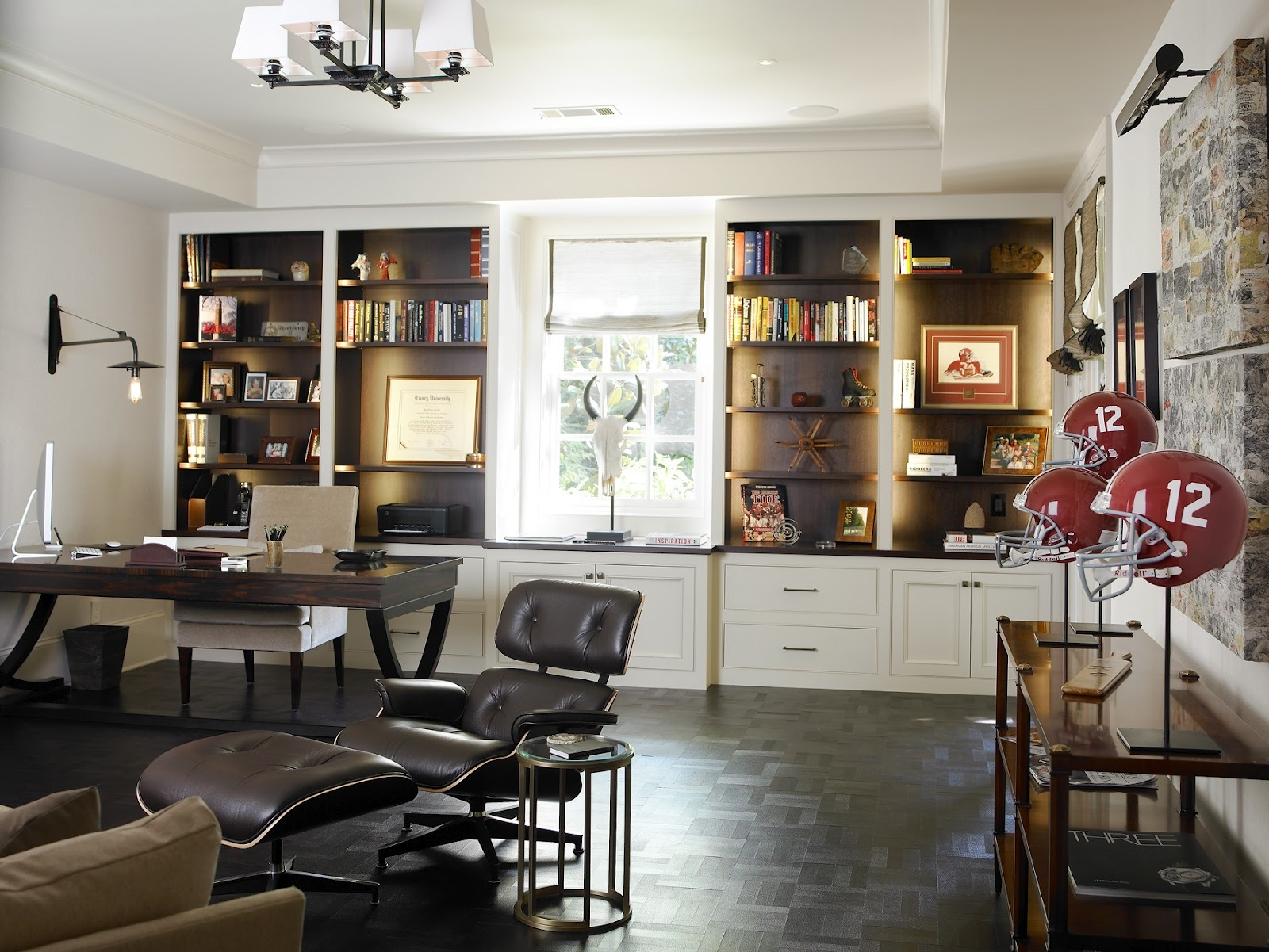 Мужской кабинет обычно практичен, выполнен в сдержанных тонах и обставлен прочной добротной мебелью