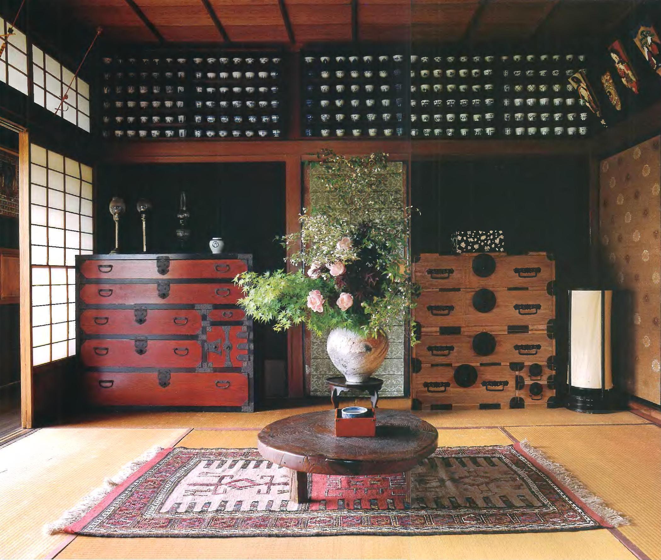 В минималистический стиль такого интерьера впишется мебель с гладкими, ровными поверхностями, без объемного пышного декора. Шкафы-купе, выдержанные в натуральных цветах и из природных материалов.