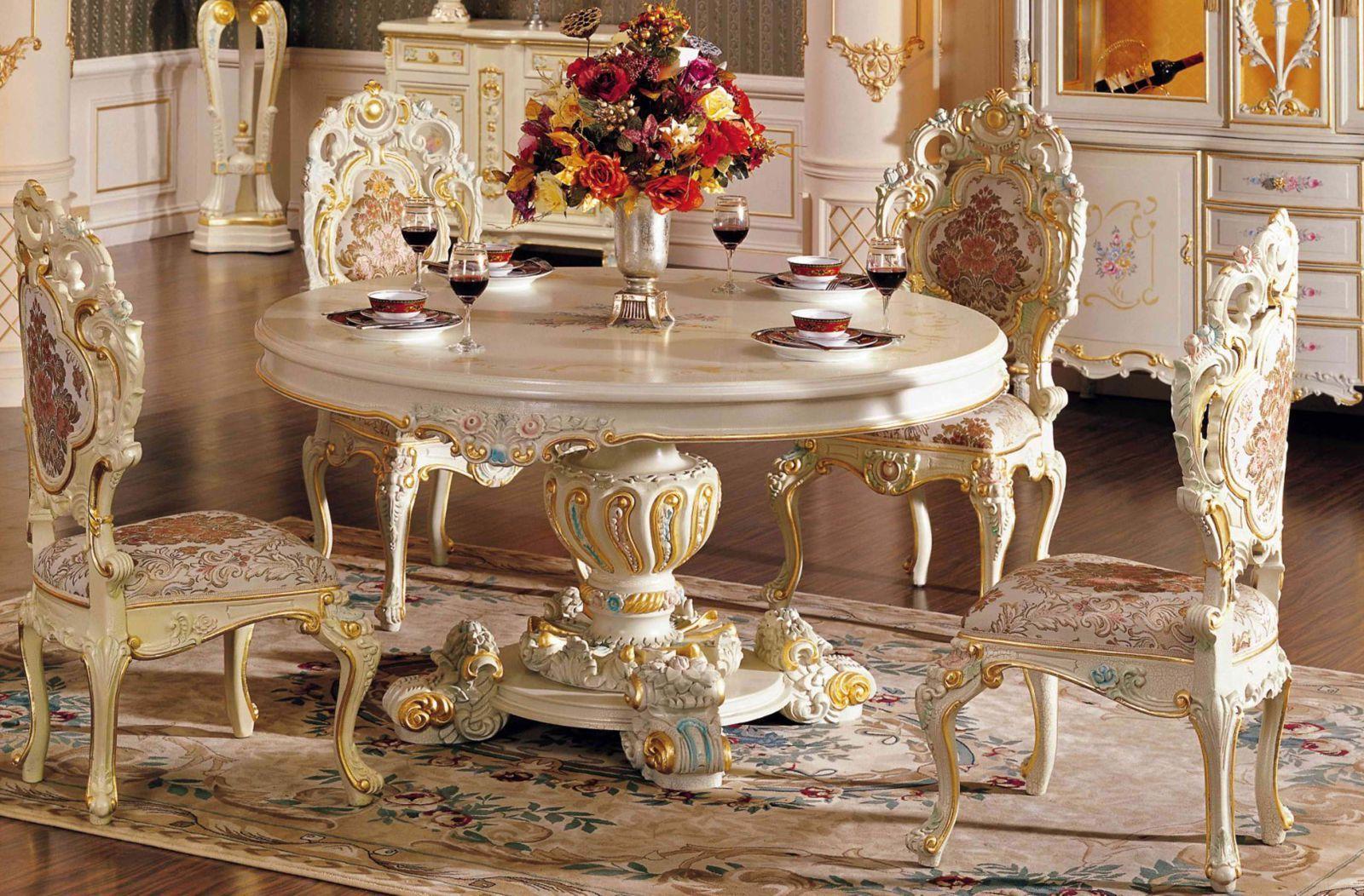 Мебель выполнена из дорогостоящих материалов: дерева редких пород, мрамора, слоновой кости, ореха