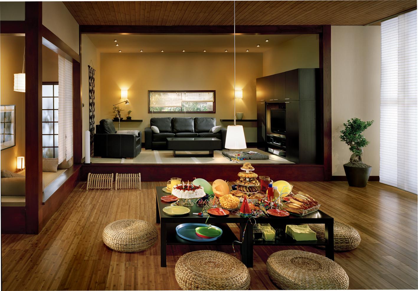 Основой японского интерьера являются лаконичность, простота, прямые и четкие линии и углы, много свободного пространства.