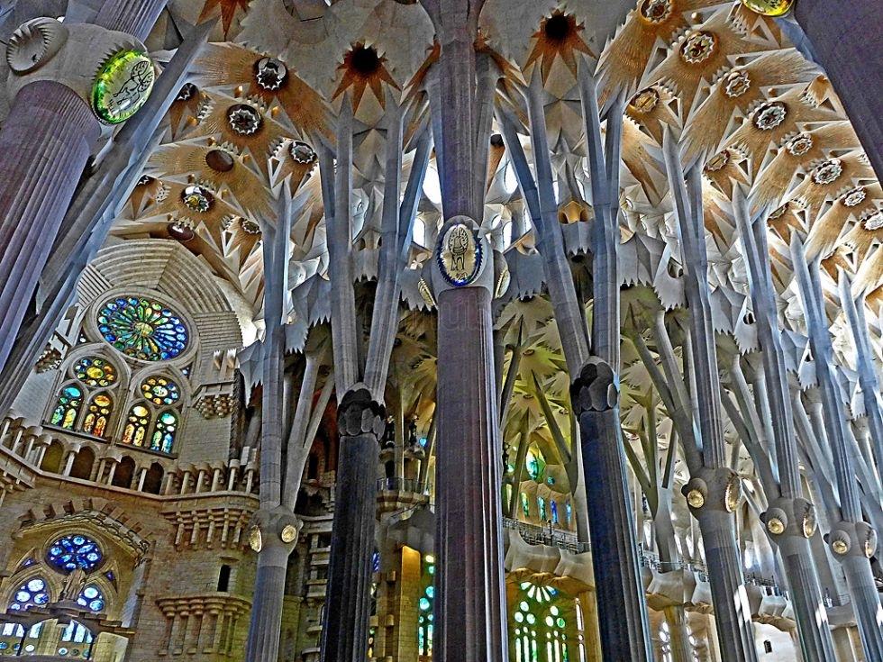 """Колонны """"Temple Expiatori de la Sagrada Família"""""""