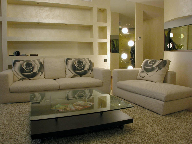 Профессионально объединить функциональность помещения и ваши вкусовые предпочтения способны дизайнеры интерьеров.