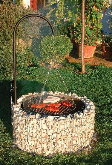 Чтобы создать мангал или зону барбекю используйте жаростойкие камни.