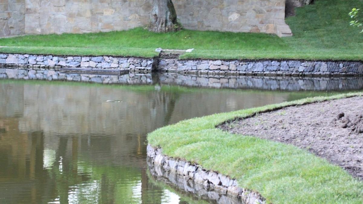 Для укрепления и оформления берега используются коробчатые системы габионов