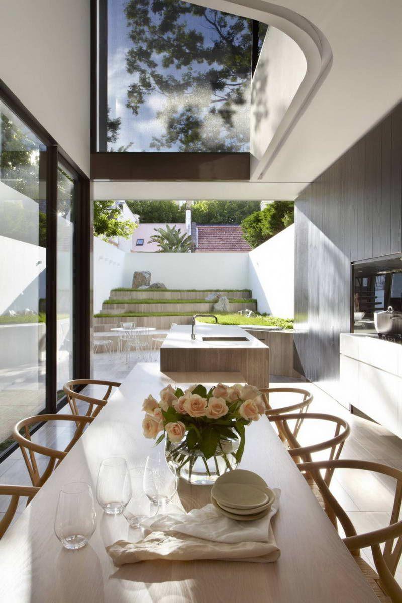 Кухня-столовая с видом на патио