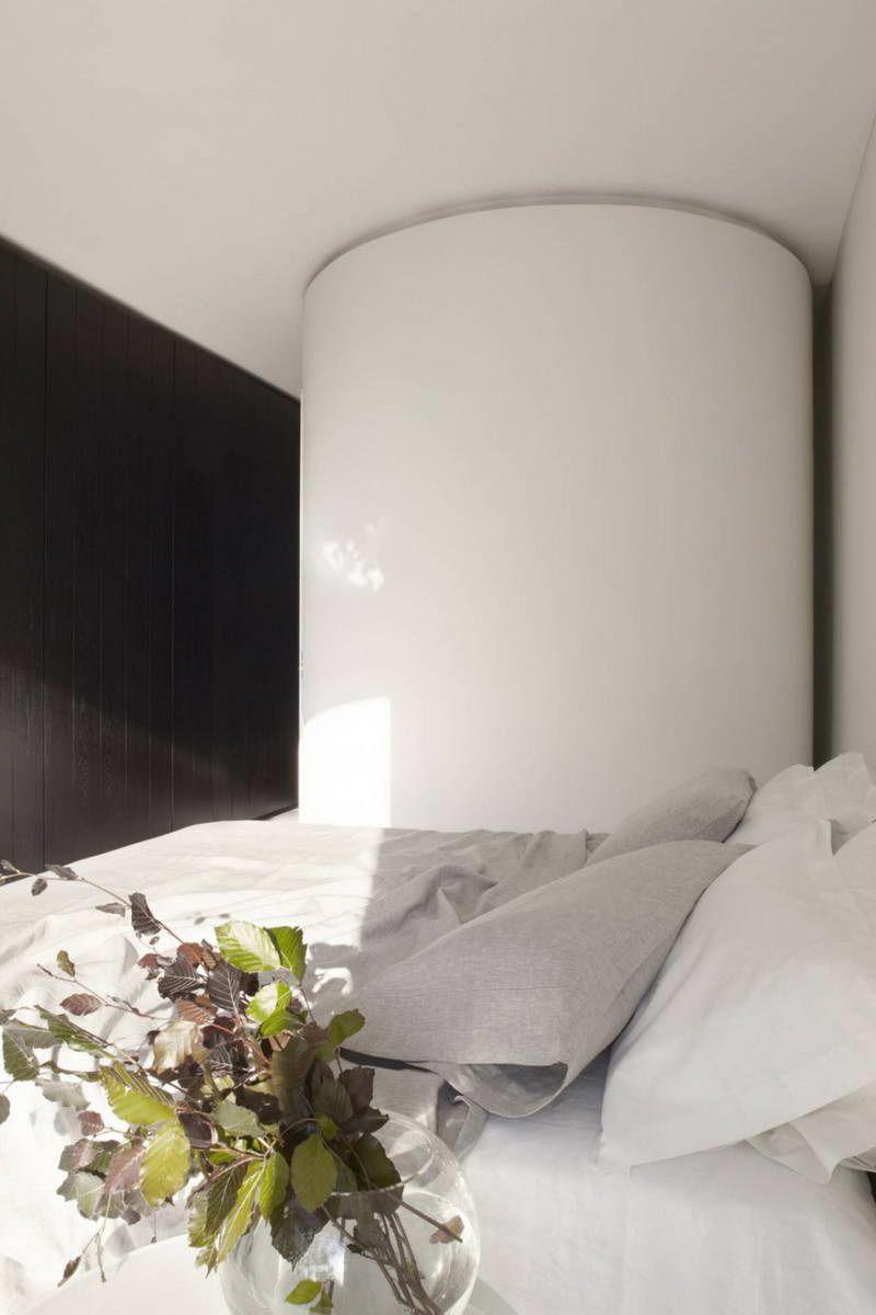 Гостевая спальня. Встроенная кровать может быть спрятана в стене