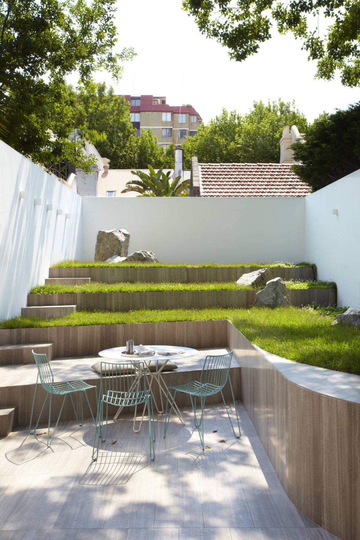 Внутренний двор с террасами