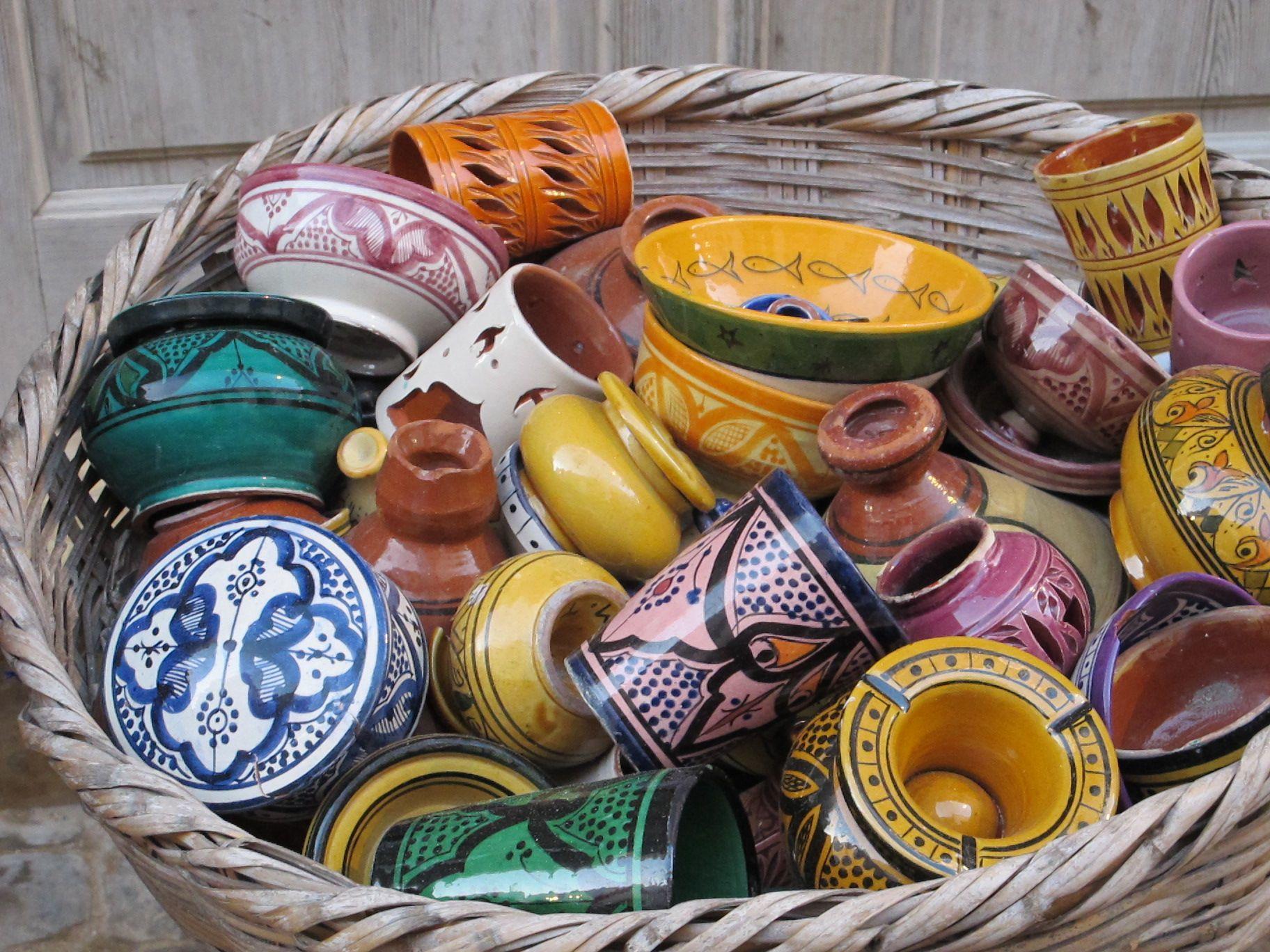 Керамическая посуда всевозможных расцветок