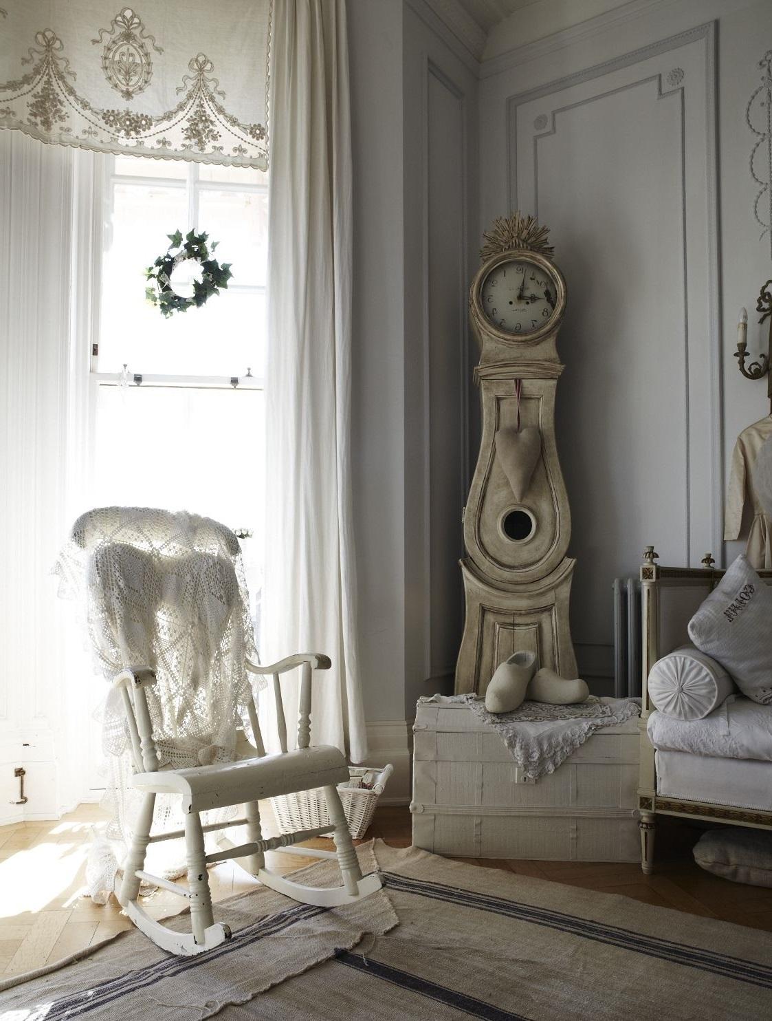 Прекрасная вышивка на шторах из натуральной ткани