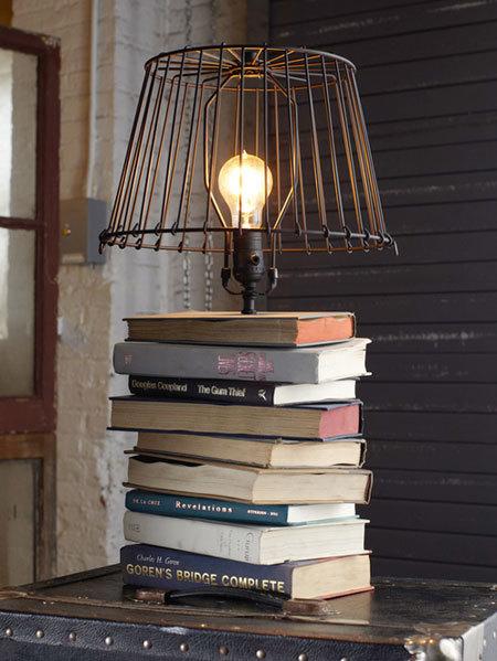 Настольный светильник из старых книг и абажура