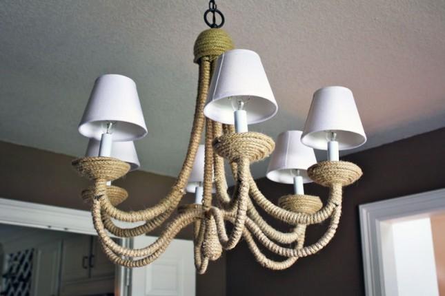 Корпус старого светильника декорирован шпагатом или толстой веревкой из натурального материала