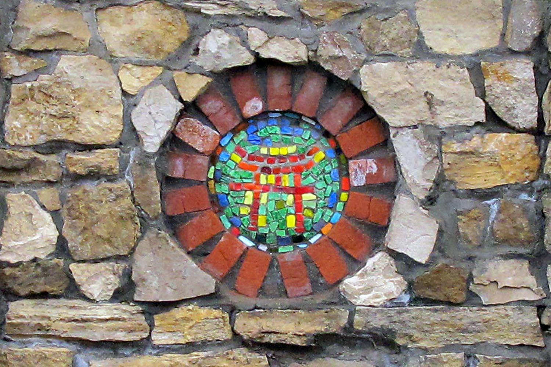 Мозаика на стене. Вселенский Храм