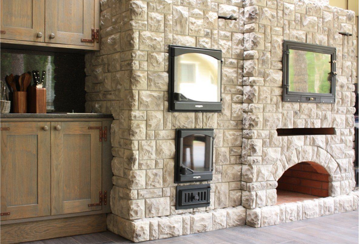 Каменная кладка в кухонной зоне
