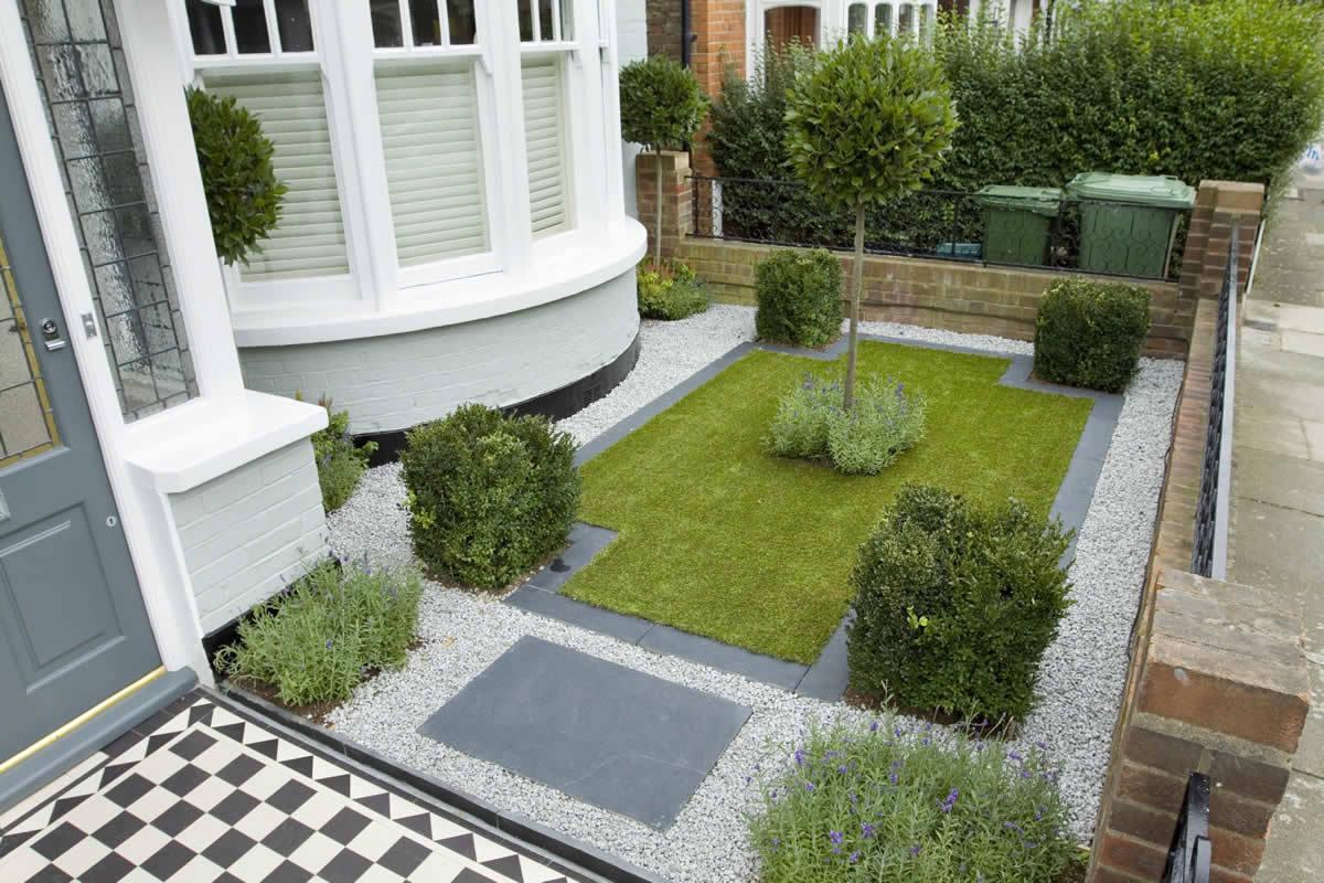 Элегантный, формальный двор