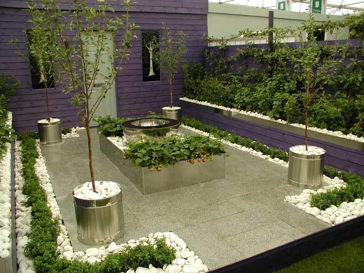 Проект маленького двора с очагом