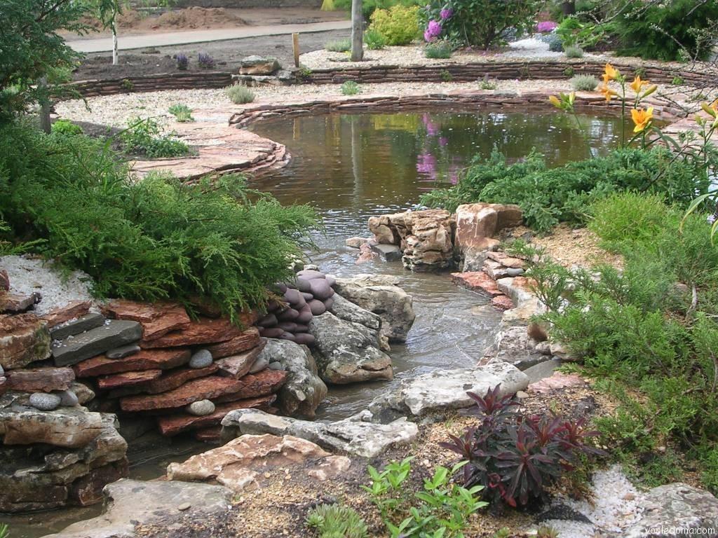 С помощью гибкой гидроизоляции можно создать пруд любой формы и размера.
