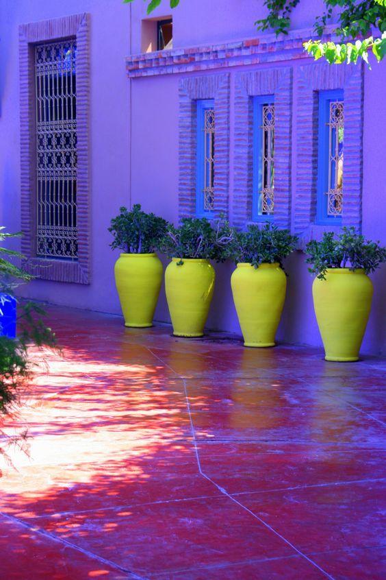 Контрастные вазоны. Желтый с синим - сочно!