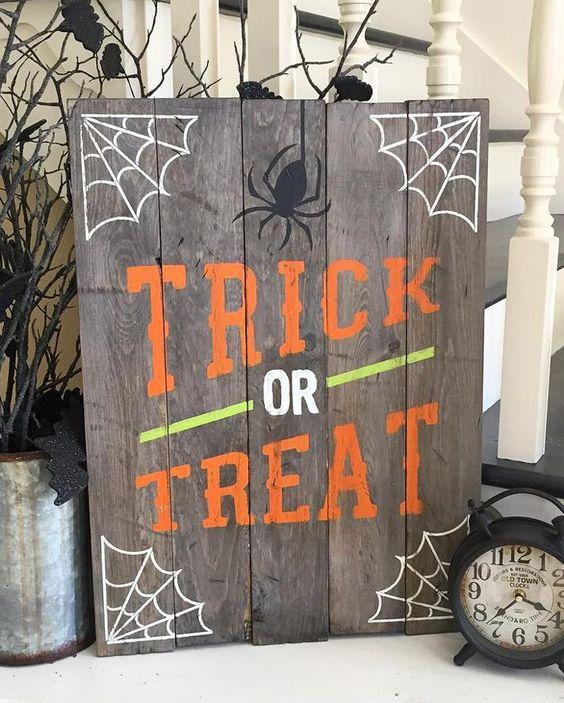 "Панно из досок ""trick or treat"""