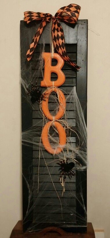 Панно BOO с паутиной и пауками