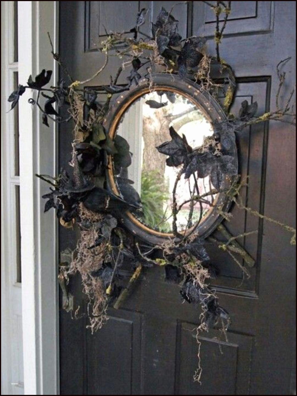 Зеркало с рамой из ветвей и паутины