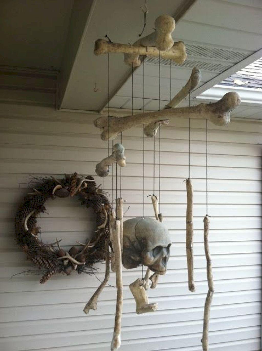 Венок и подвесы из костей и черепов