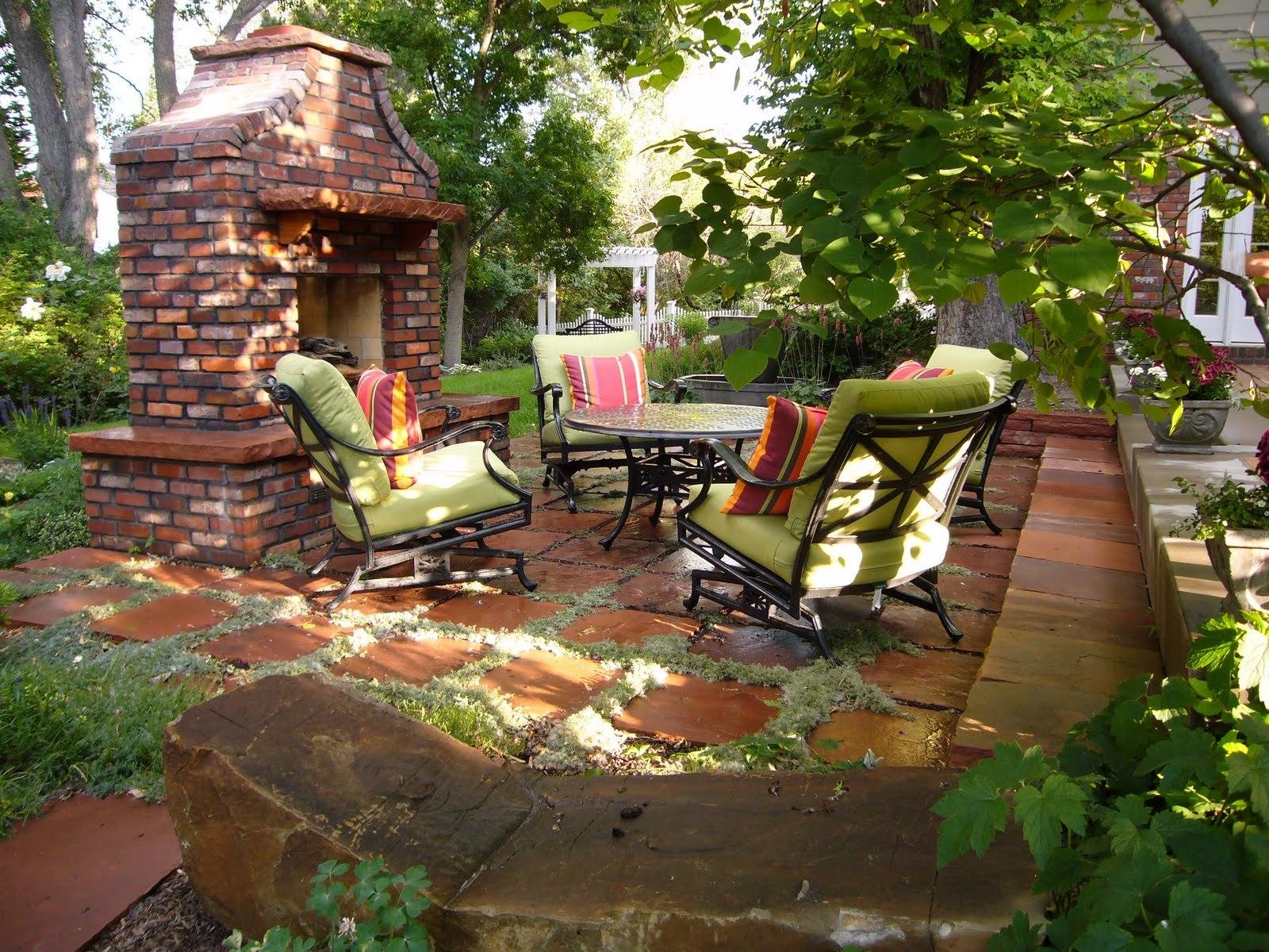 Патио обязательно имеет твердое покрытие: камень, бетон, плитка, дерево.