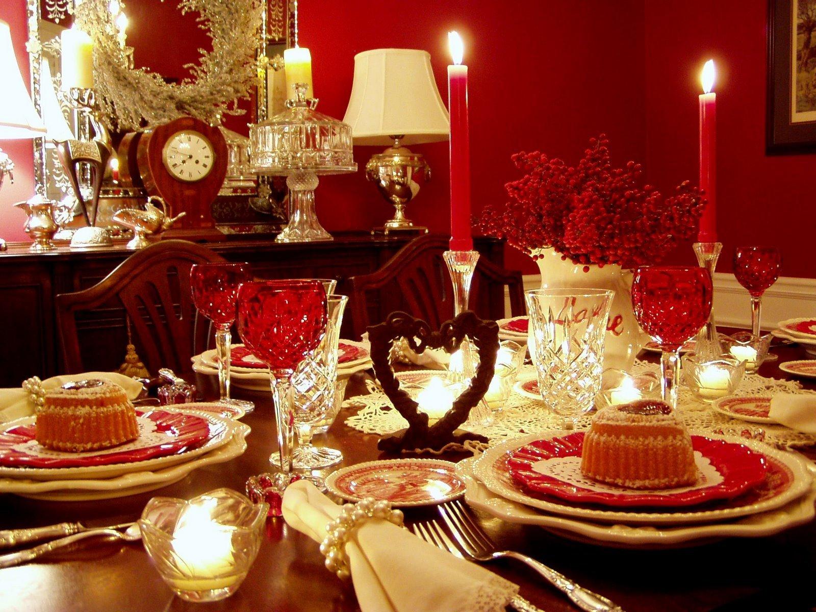 Оформите интерьер в романтическом стиле, добавьте декоративные сердечки, свечи, корзиночки с цветами, гирлянды и шары.