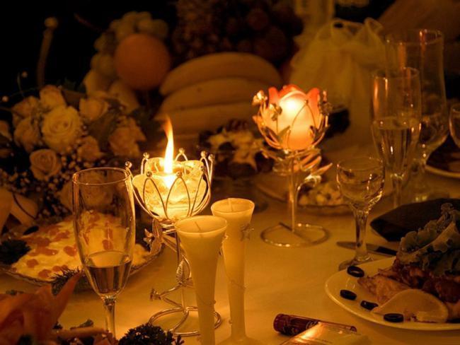 Романтический ужин при свечах! Удивите свою вторую половинку и еще раз признайтесь в своей любви.