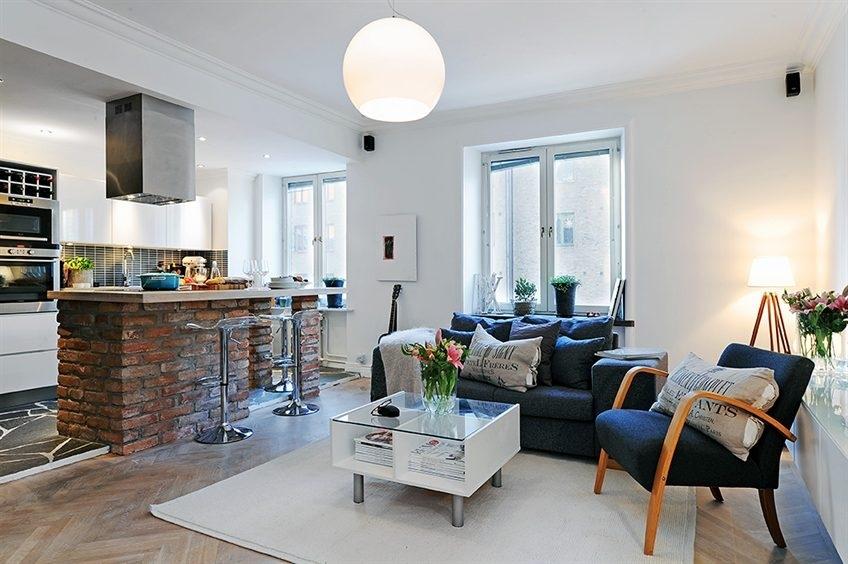В гостиной-студии декоративным элементом может стать, отделанная камнем, барная стойка, которая, благодаря материалу, будет выглядеть очень природно и необычно одновременно.