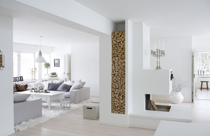 Основным цветом всегда является  белый в разных его оттенках.  Белоснежный тон, визуально раздвигающий пространство гостиной и наполняющий его светом.