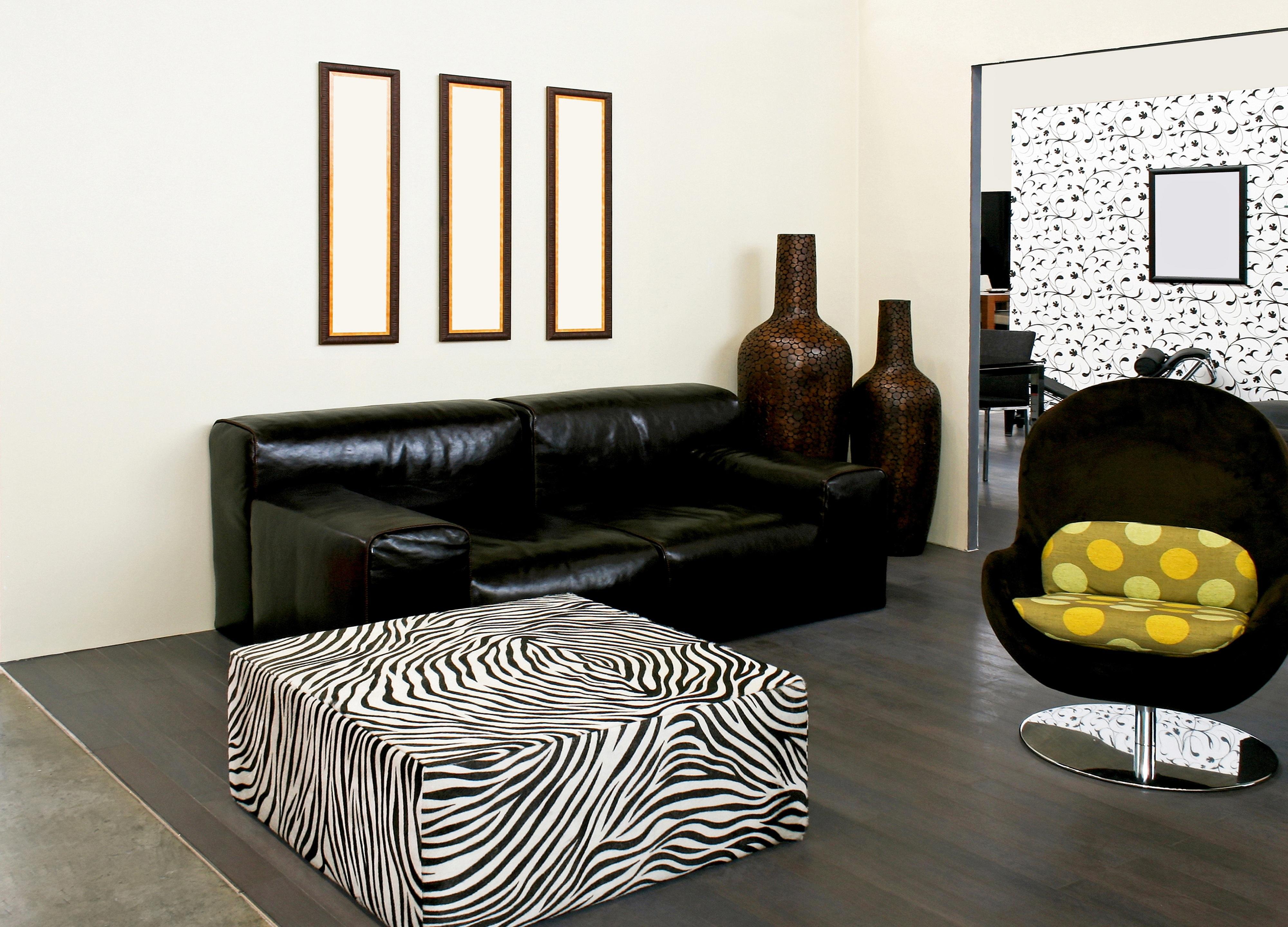 В мебели акцент на простые, немного грубоватые формы.