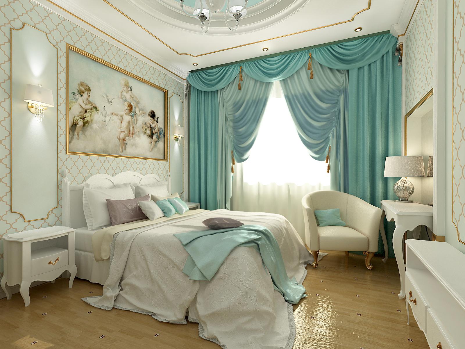 Объемная люстра из хрусталя и лампы из дорогого стекла на прикроватных тумбах освещают комнату в вечернее время.