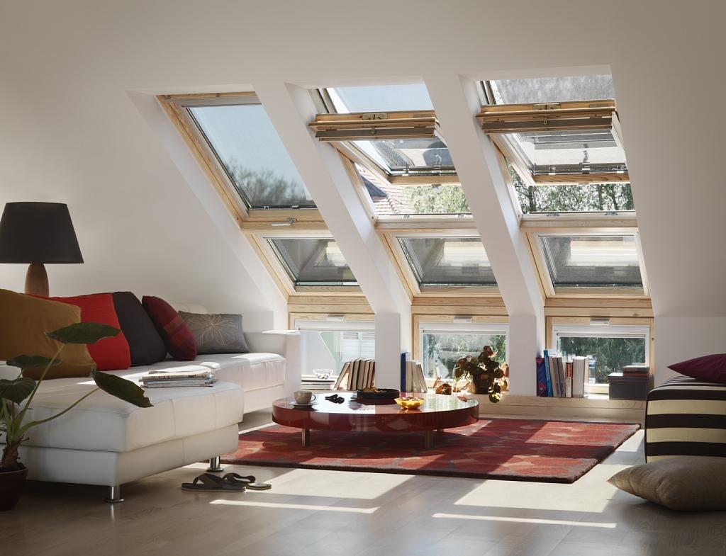 Мансардные окна наполнят спальную комнату естественным освещением.