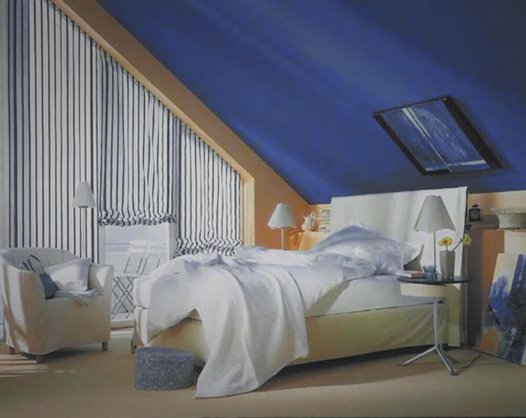 С помощью обоев или штукатурки контрастных цветов, вы можете подчеркнуть геометрию комнаты.