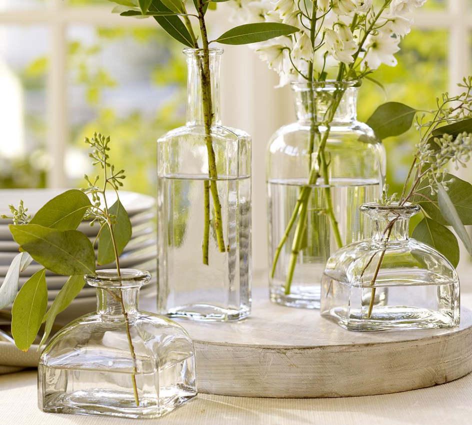 Для такого зеленого декора подойдут даже веточки ивы, вишни, жасмина.