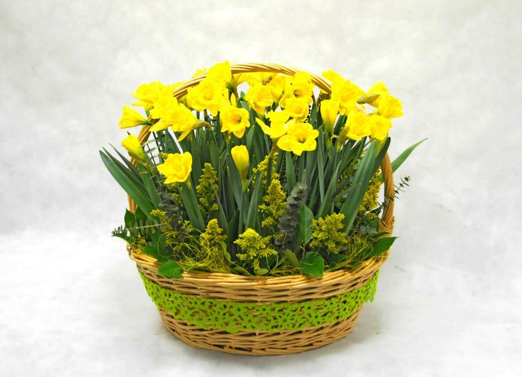 8 Марта женщины ждут в подарок цветы: целый букет.