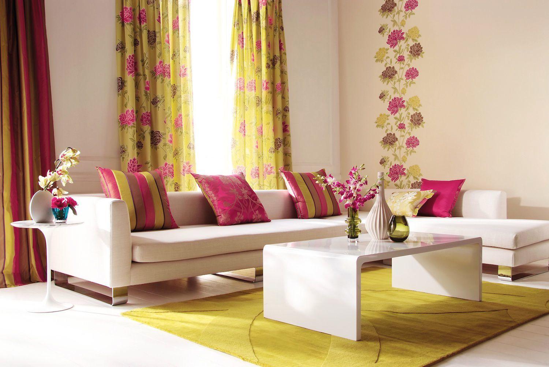 Заметно изменится весь интерьер, если вы замените привычные шторы, новыми с цветочным принтом или яркой расцветки.