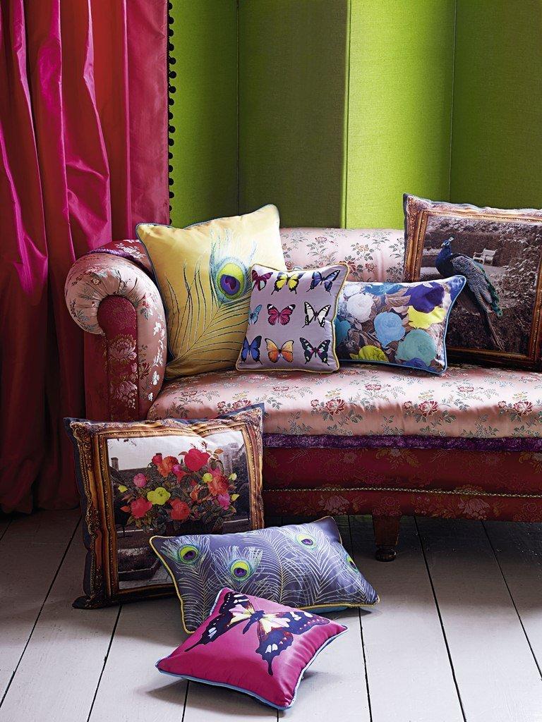 Их двух платков очень быстро получится чехол на диванную подушку!