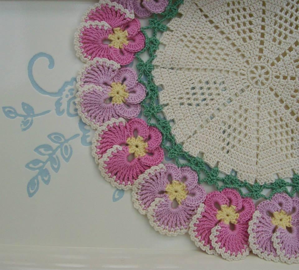 Важно соблюдать пропорцию цветочных мотивов в общем дизайне интерьера комнаты.