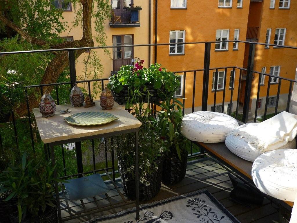 Предлагаем организовать мини патио на вашем балконе.