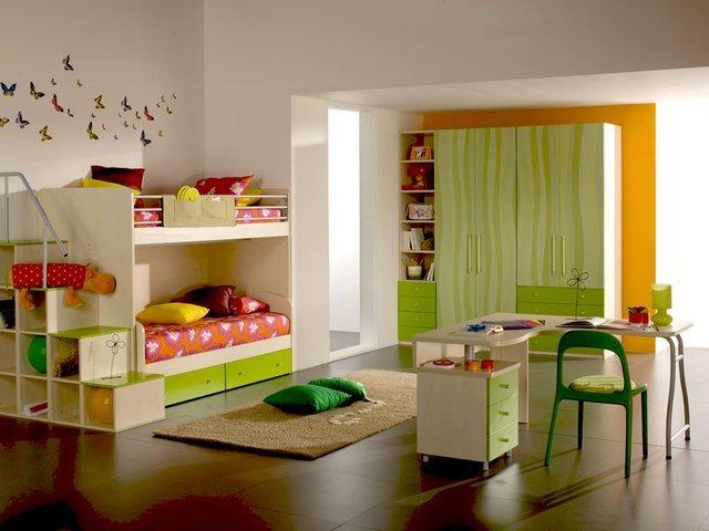 Если вы делаете ремонт сразу для двух малышей, то без двухъярусной кровати не обойтись.