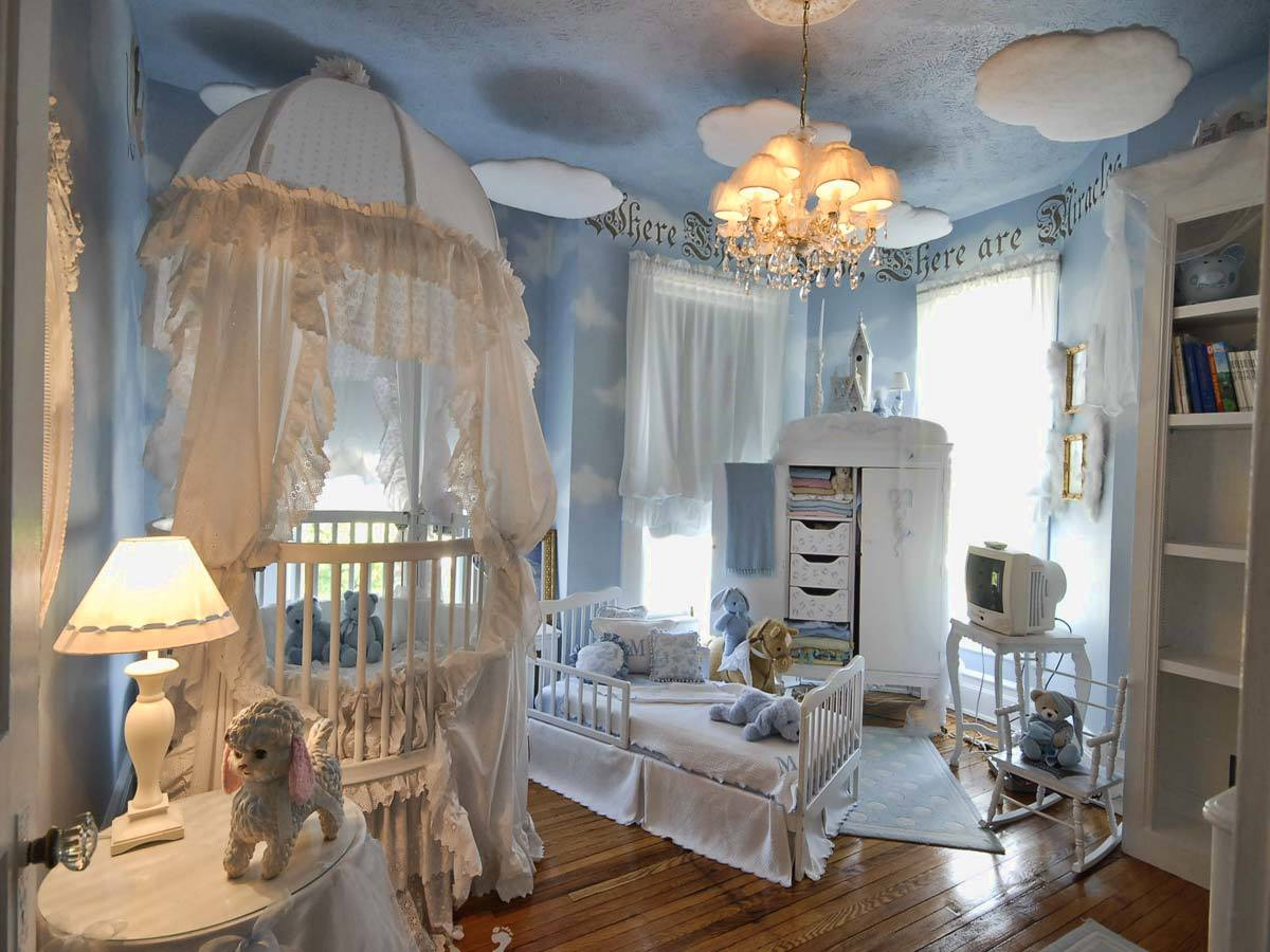 Создавая интерьер комнаты, в которой будет жить новорожденный, потребуется учесть много.