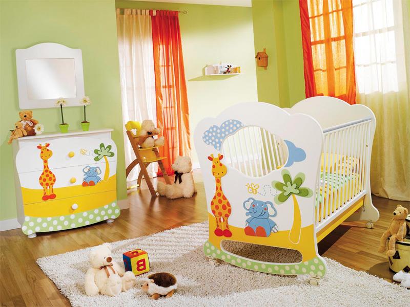 Комбинируйте спокойные природные тона: зеленый, бежевый, кремовый с яркими всплесками: оранжевый, желтый, синий, розовый.
