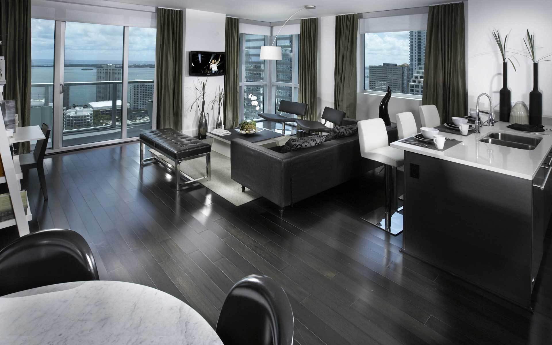 По возможности осуществляется совмещение кухни, гостиной и столовой.Такая гостиная называется студией.