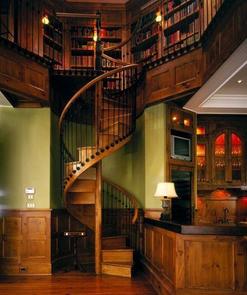 С целью экономии места используют винтовые лестницы.