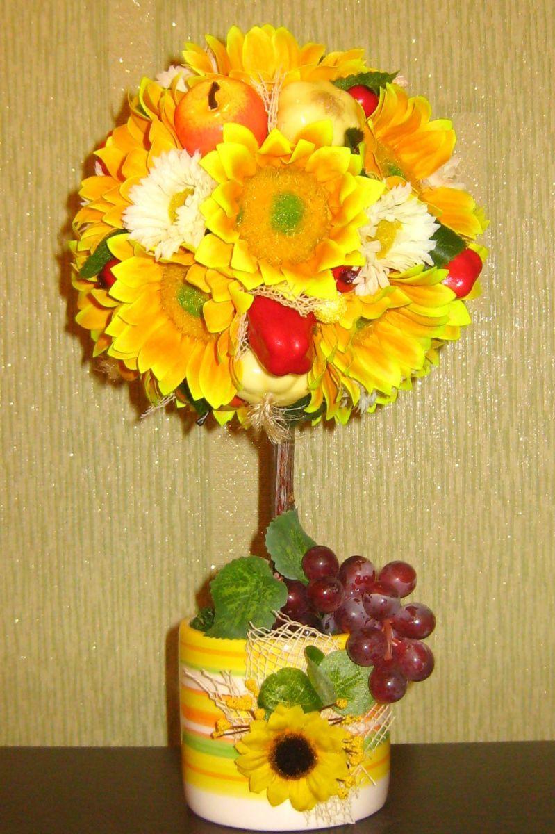 Если горшочек и так достаточно тяжел, можно заполнить его флористической губкой или монтажной пеной.