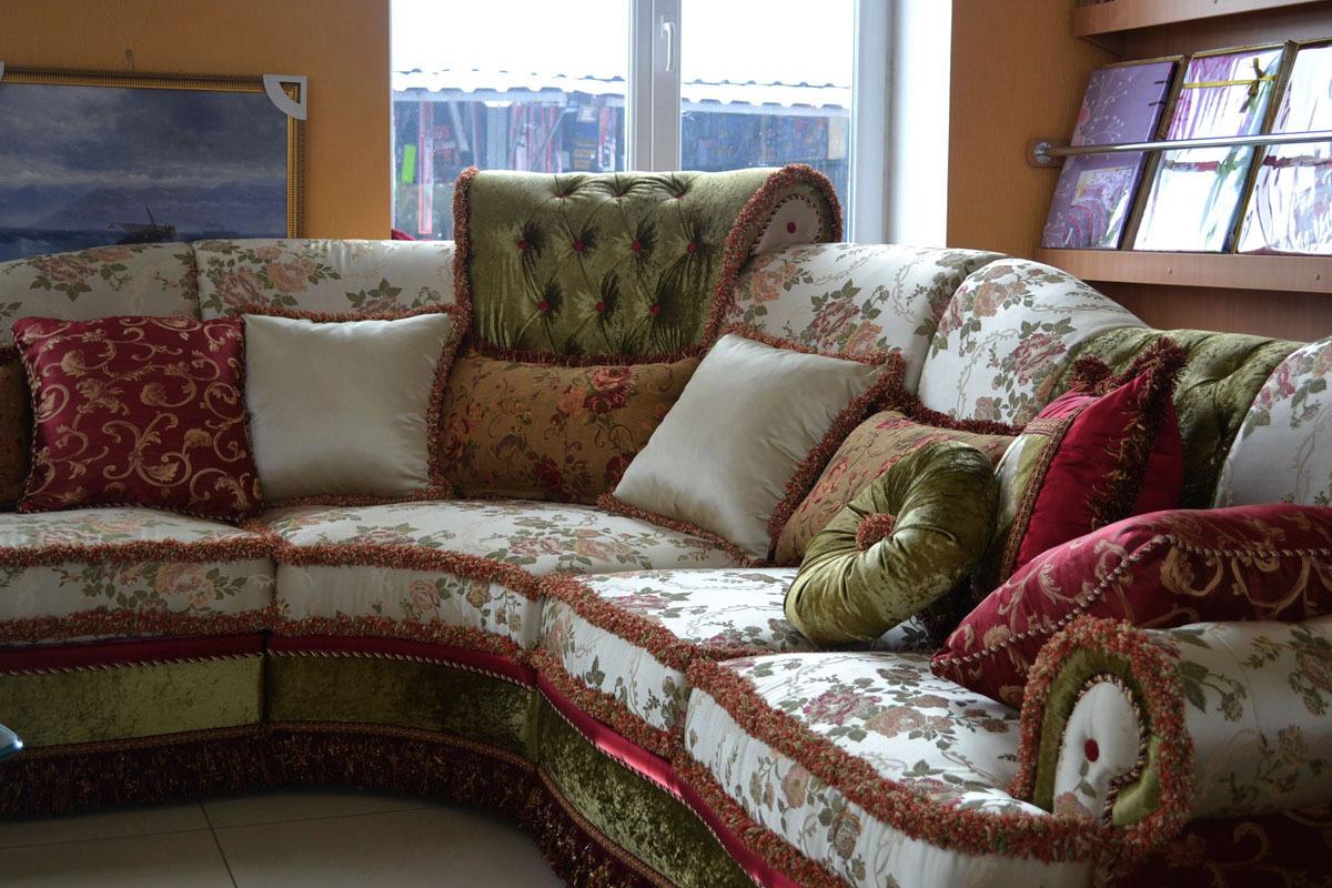 Декоративные подушки помогут расставить акценты, сделают оформление комфортным и завершенным.