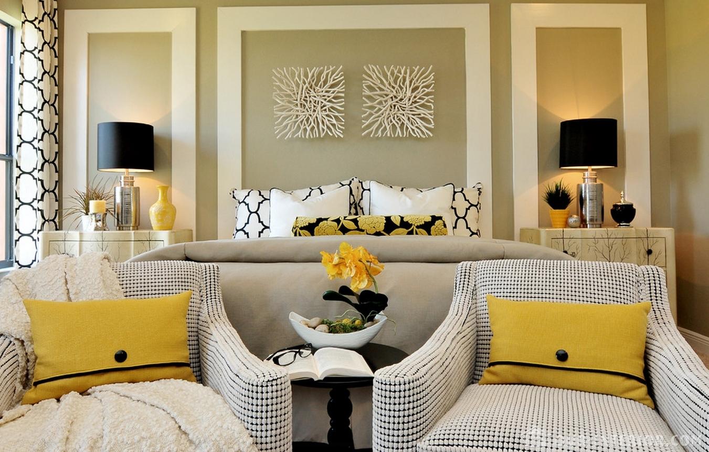 Всегда используйте цвета для материала подушек, которые уже присутствуют в других элементах дизайна.